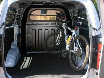 Hyundai H1 Multicab 2.5 VGTi  6 Seater Diesel  5-spd automatic van review (2/5)