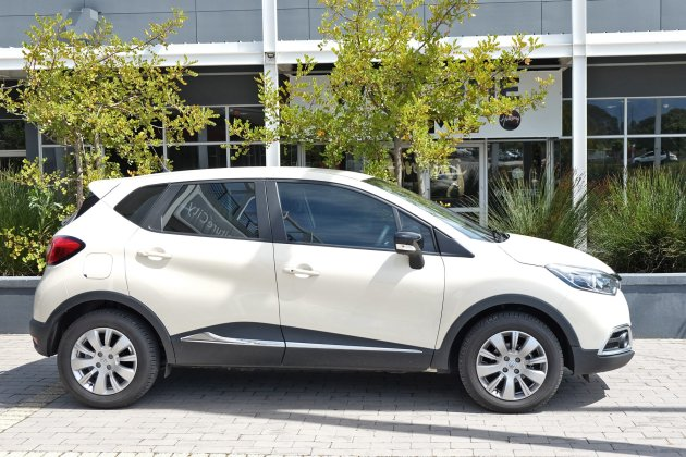 Renault-Captur-122-side