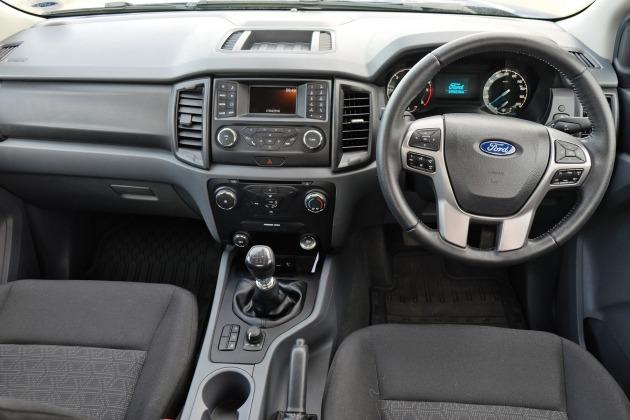 Ford_Ranger_XLT_dash