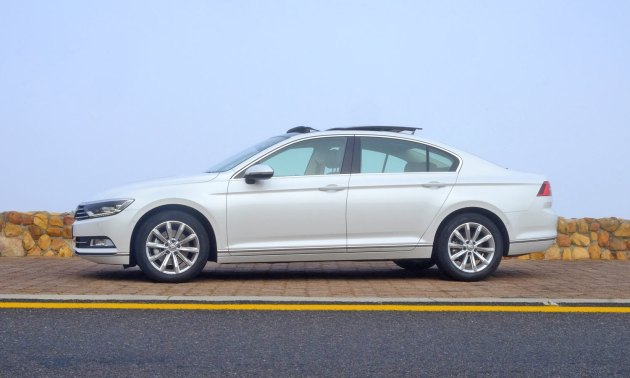 VW-Passat-1.8-side