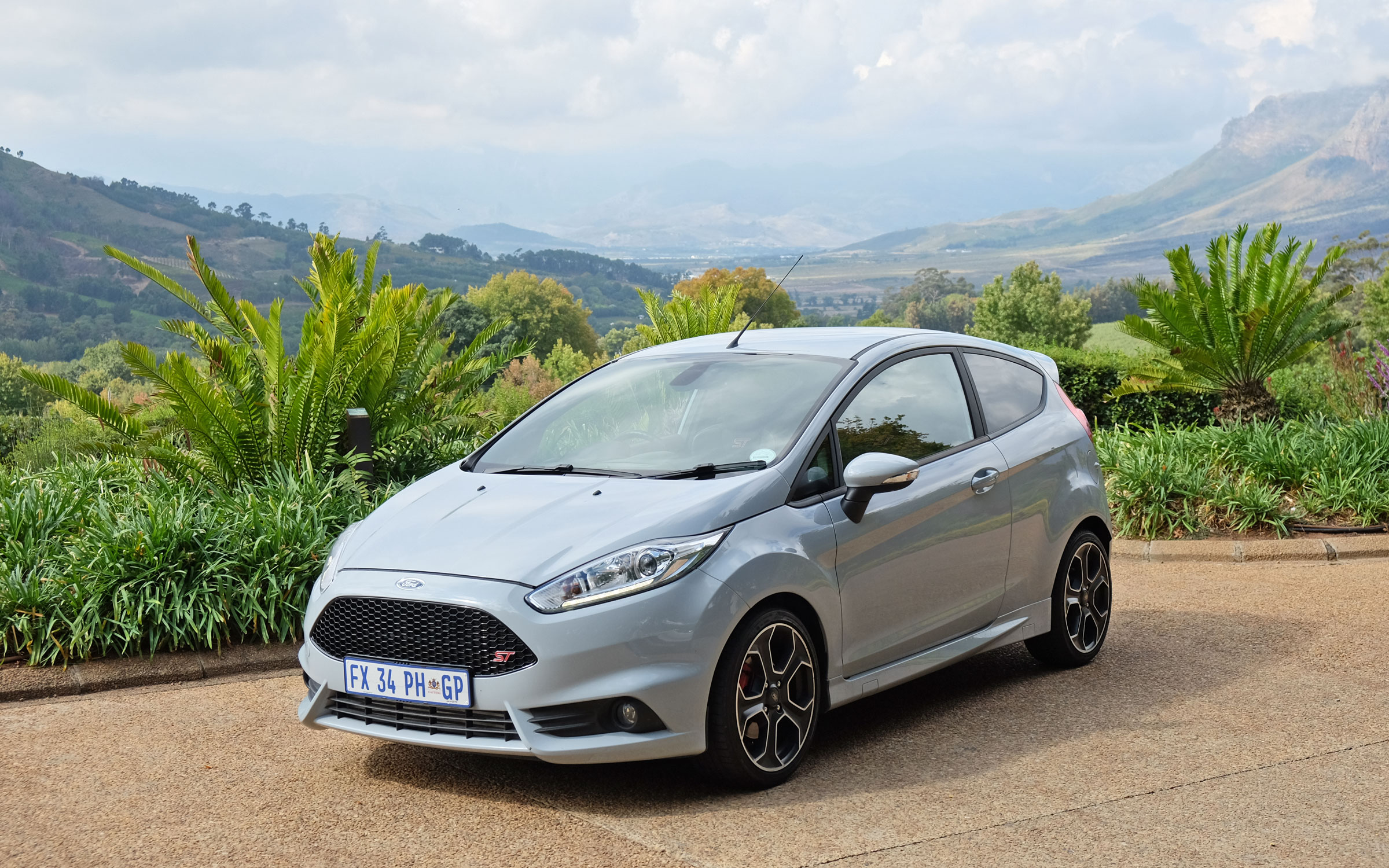 ford fiesta st200 limited edition review wheelswrite. Black Bedroom Furniture Sets. Home Design Ideas